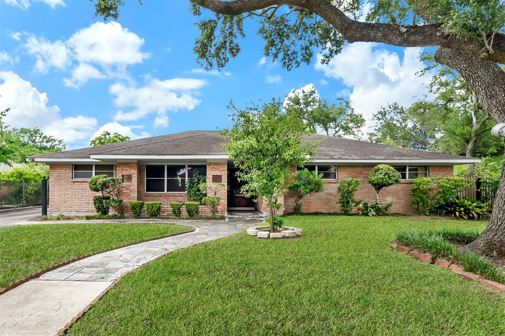 4318 Woodvalley Drive, Houston, Texas 77096, 5 Bedrooms Bedrooms, 12 Rooms Rooms,4 BathroomsBathrooms,Single-family,For Sale,Woodvalley,49555177