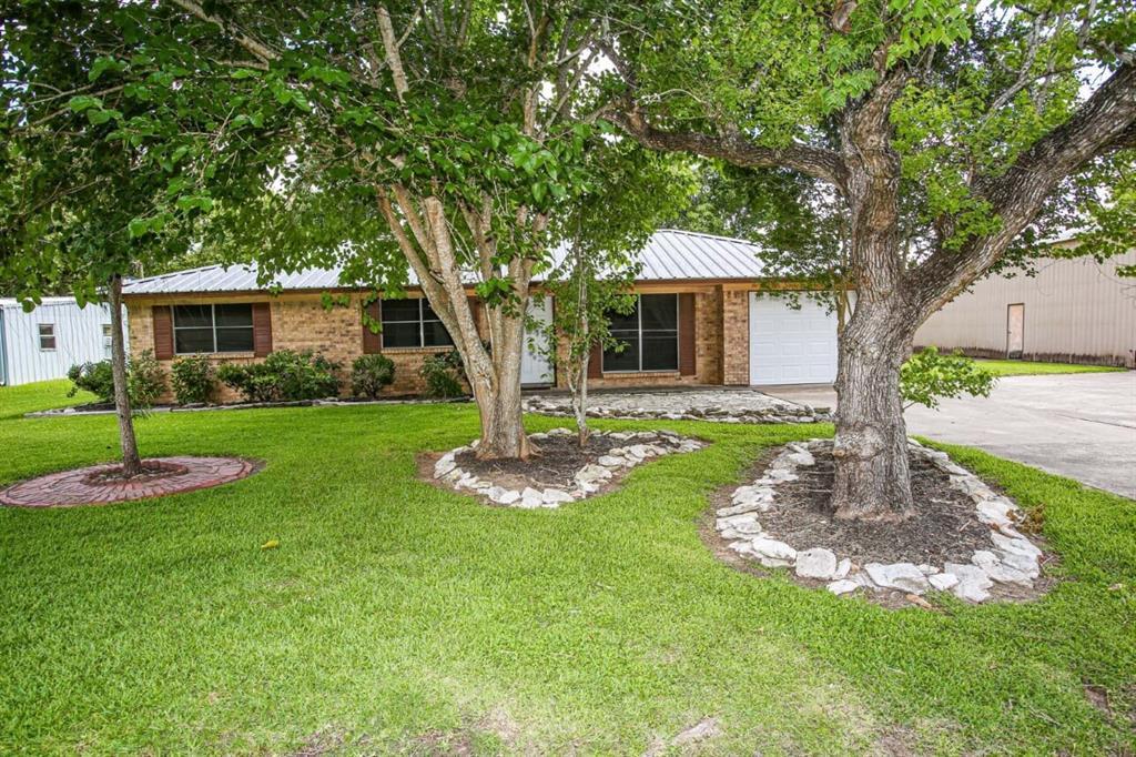 1715 Avenue, Danbury, Texas 77534, 3 Bedrooms Bedrooms, 3 Rooms Rooms,1 BathroomBathrooms,Single-family,For Sale,Avenue,75173908