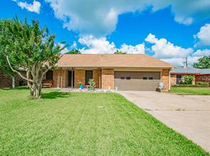 7 Shallowbrook Street, Angleton, TX 77515