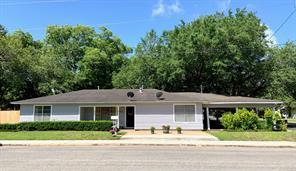 211 Avenue I, El Campo, TX 77437