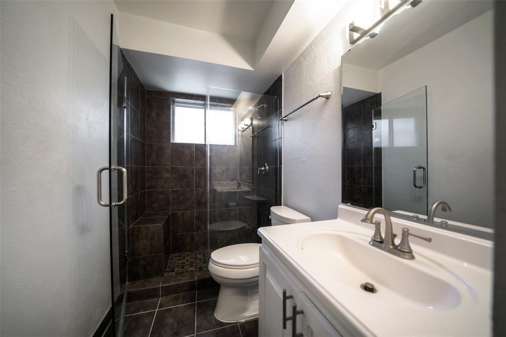 Remodeled second bathroom (2017) is very pleasing to the eye.