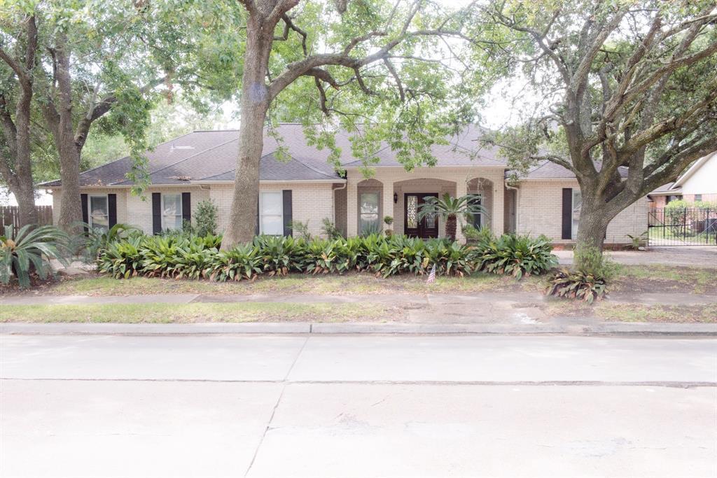 5303 Braeswood Boulevard, Houston, Texas 77096, 4 Bedrooms Bedrooms, 10 Rooms Rooms,5 BathroomsBathrooms,Rental,For Rent,Braeswood,52467109