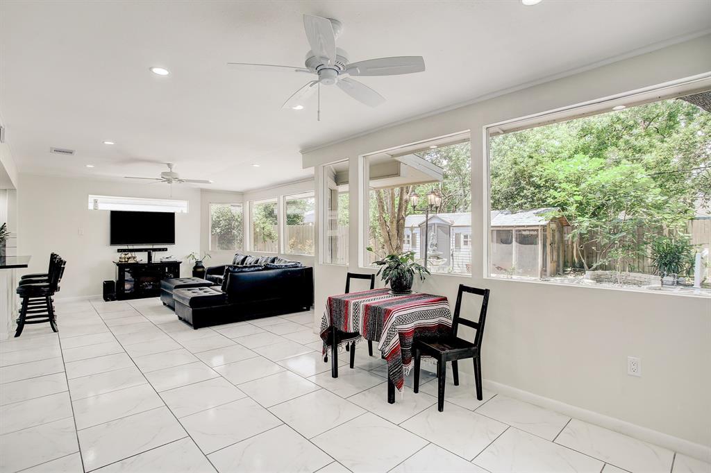 2010 Brimberry Street, Houston, Texas 77018, 3 Bedrooms Bedrooms, 9 Rooms Rooms,3 BathroomsBathrooms,Single-family,For Sale,Brimberry,27548899