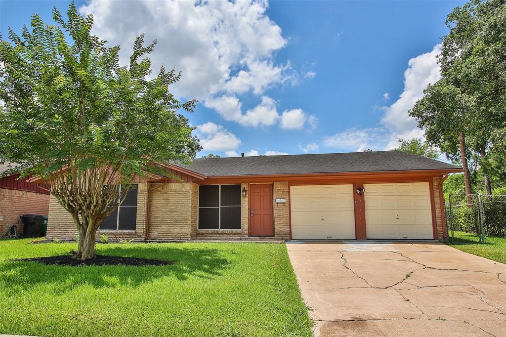 Spacious and Bright 3 Bedroom House in Windsor Village.  Nice backyard for parties and BBQ's! Close to Beltway 8, Alternate 90 and 610 Loop. Call to make an appointment today!