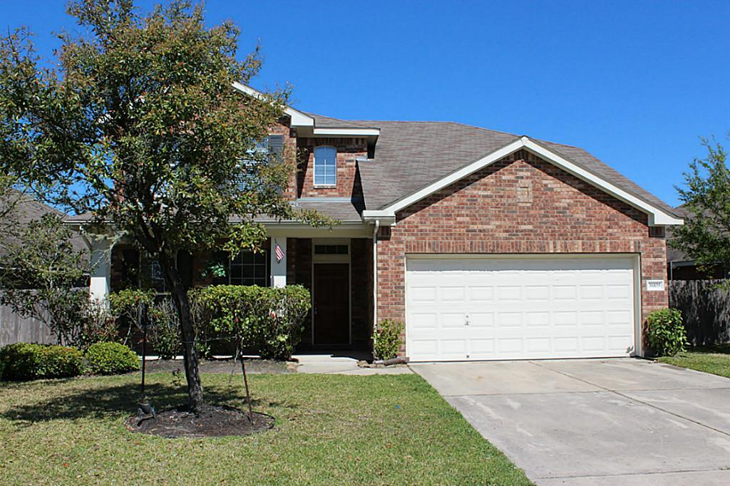 David Weekley 'Lane' with spacious gourmet island kitchen w 42'' cabinets. High ceilings in large family room. Private master suite w/garden tub & large walk-in closet. Study down, 3 bedrooms and gameroom up. Great location!