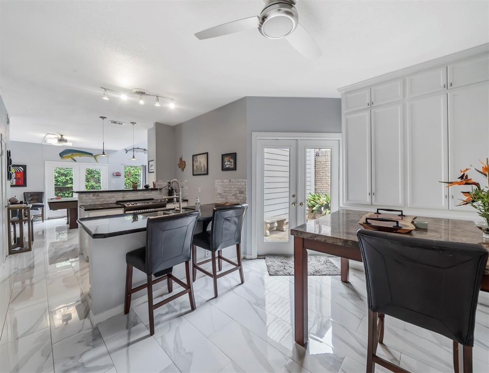 2555 Bering Drive, Houston, Texas 77057, 2 Bedrooms Bedrooms, 2 Rooms Rooms,2 BathroomsBathrooms,Townhouse/condo,For Sale,Bering,55615229