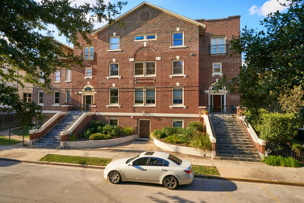 A truly unique complex of condominiums in Woodland Heights. Beautiful inside and out! Zoned to Travis Elementary.