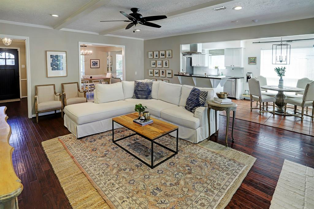 Living room/Breakfast area