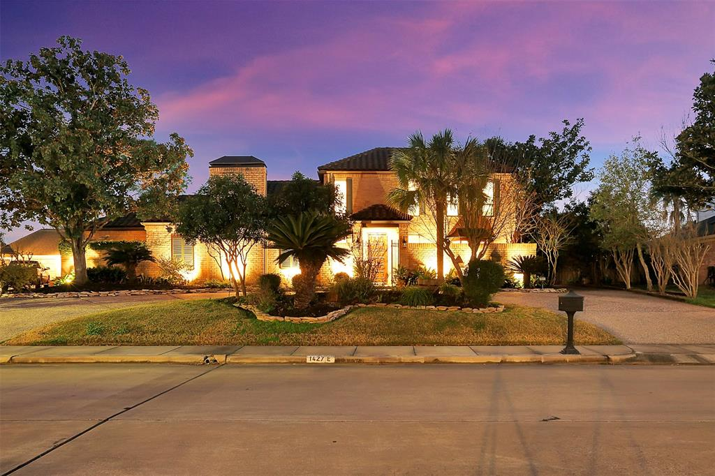 1427 Brooklake Drive, Houston, Texas 77077, 4 Bedrooms Bedrooms, 10 Rooms Rooms,3 BathroomsBathrooms,Single-family,For Sale,Brooklake,60198698
