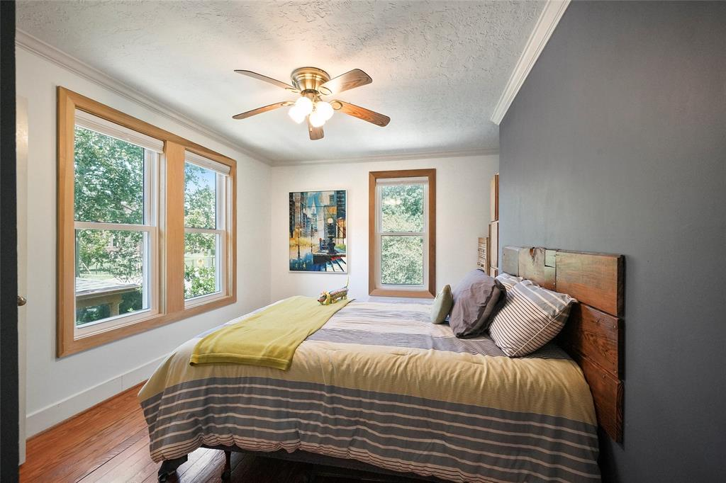 The guest bedroom is spacious and bright, allowing guest to enjoy the true heights feel.