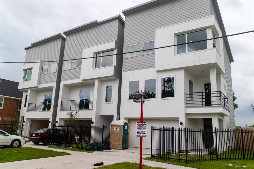 2106 Live Oak Street, Houston, Texas 77003, 3 Bedrooms Bedrooms, 3 Rooms Rooms,3 BathroomsBathrooms,Rental,For Rent,Live Oak,17521590