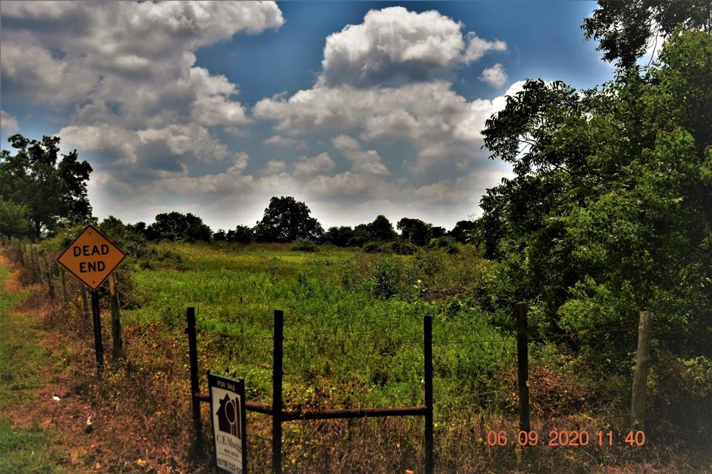 Perfect unrestricted tract in the El Campo ISD.  Property sits up so ideal for new home or mobile home.