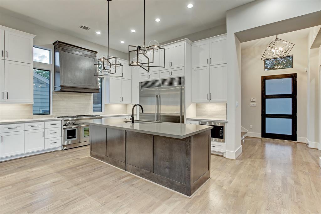 4401 Effie Street, Bellaire, Texas 77401, 4 Bedrooms Bedrooms, 9 Rooms Rooms,4 BathroomsBathrooms,Single-family,For Sale,Effie,84302462