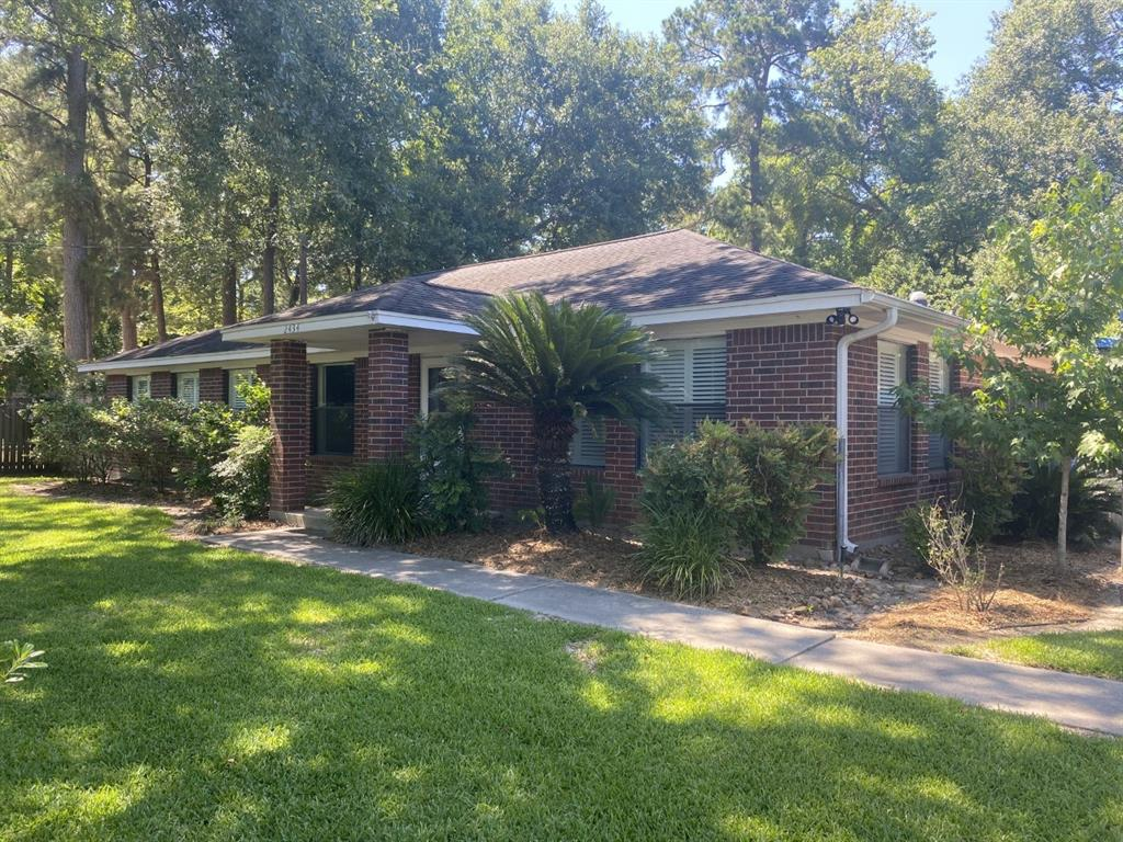 Wonderful setting to call home- TOTALLY UPDATED,UPDATES INCL:INT & EXT PAINT, CARPET, HARDWOOD FLOORING, CERAMIC TILE, CROWN MOLD, LANDSCAPING,FIXTURES & MORE! SPACIOUS RM SIZES AND A TO DIE FOR KITCHEN WITH A 4 FT X 8 FT ISLAND! OWNERS NON SMOKERS