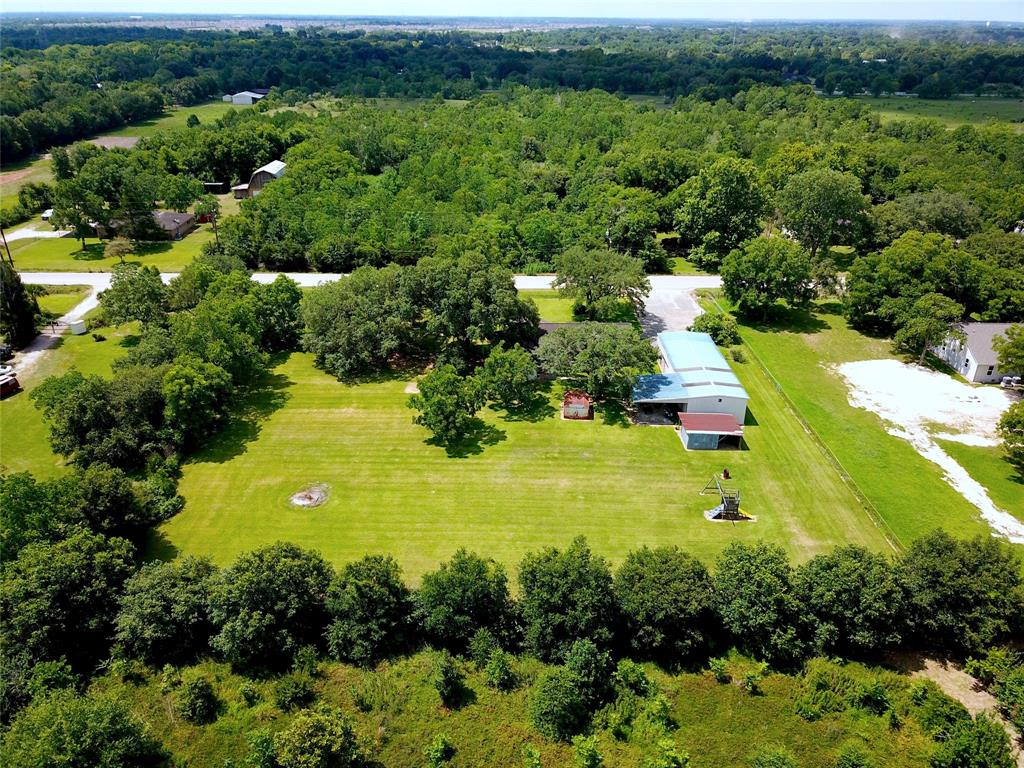 Country Acreage with Beautiful mature trees and so much open space! This 3 bed, 2 bath home has great bones with fantastic potential, ready for you to add your personal touch and make it your dream home! Close to shopping, services and easy access to Hwy 288. Zones to Fort Bend ISD. Don't wait, call today!