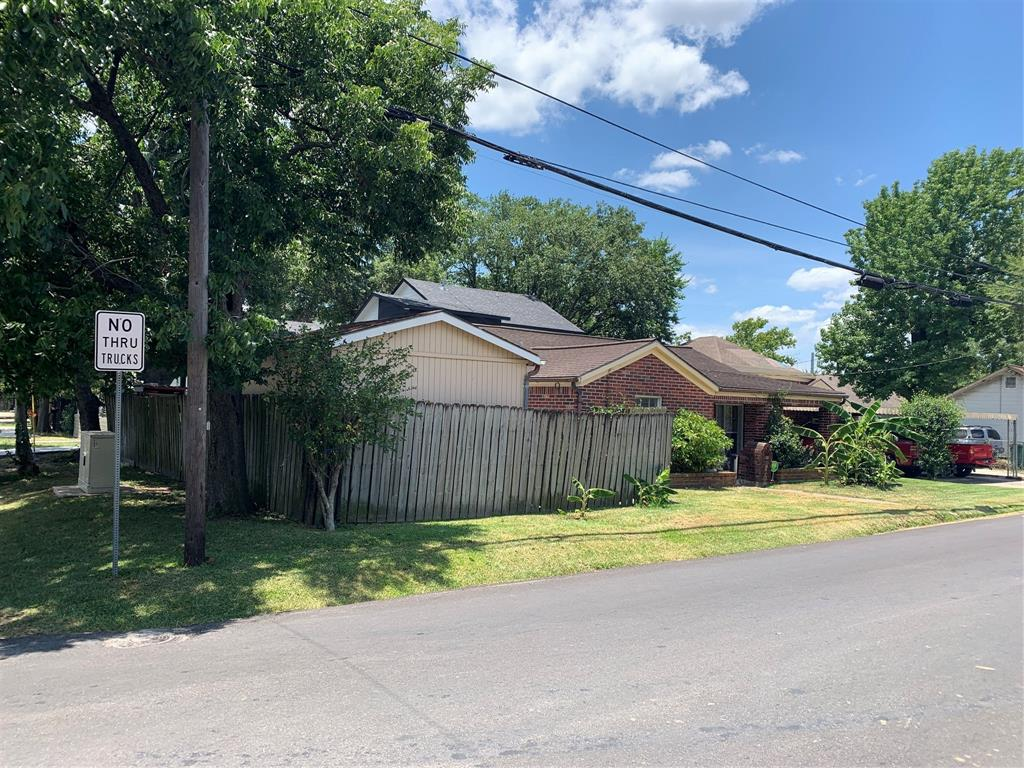 This large lot is located right between Shepherd and Durham on 14th street.  It is being sold for lot value and has the potential to be turned into anything you can fit into 5000 sq. ft!