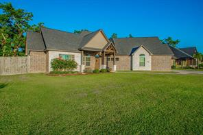 409 Williamsburg Avenue, Clute, TX 77531