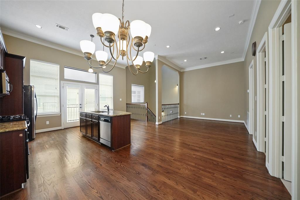 Gorgeous townhome located within walking distance to nearby gym, restaurants, and entertainment.