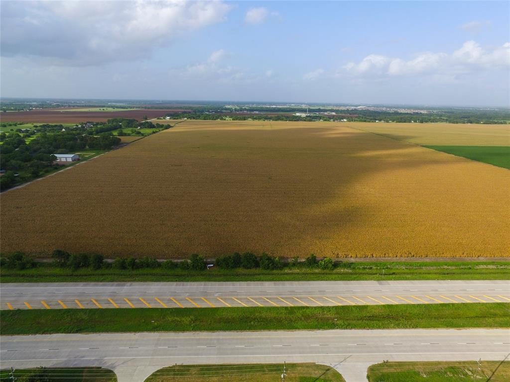 Fantastic tract located on Spur 10! 23 acres with app. 500' of road frontage.  Located near the upcoming Dollar Tree distribution warehouse.  Currently in ag exemption.