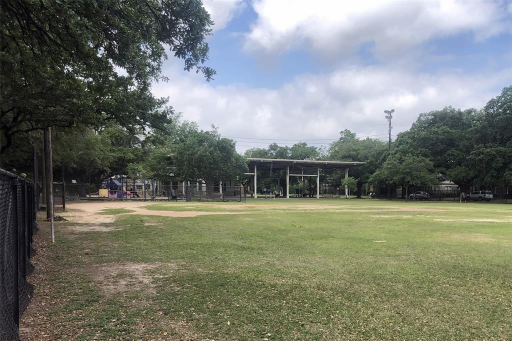 Proctor Park is located just 3 blocks away and offers a covered play area, community center, tennis courts, wide open field, and a play ground.