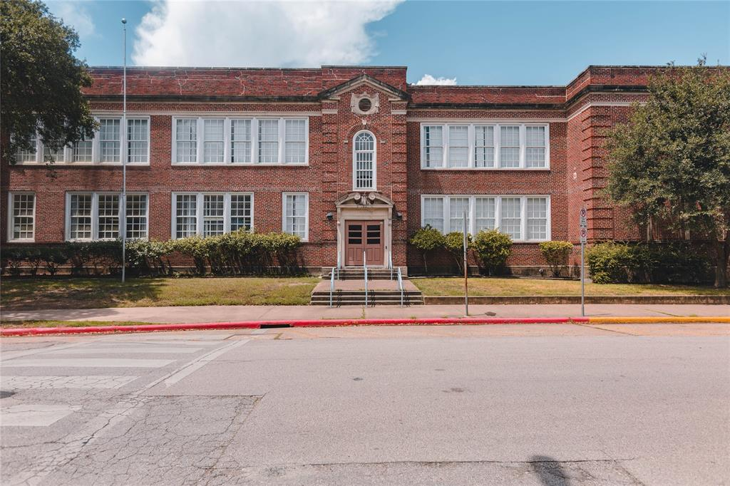 Per HISD, the home is zoned to the Vanguard Magnet school, Travis Elementary, one of the most well regarded schools in the Heights.