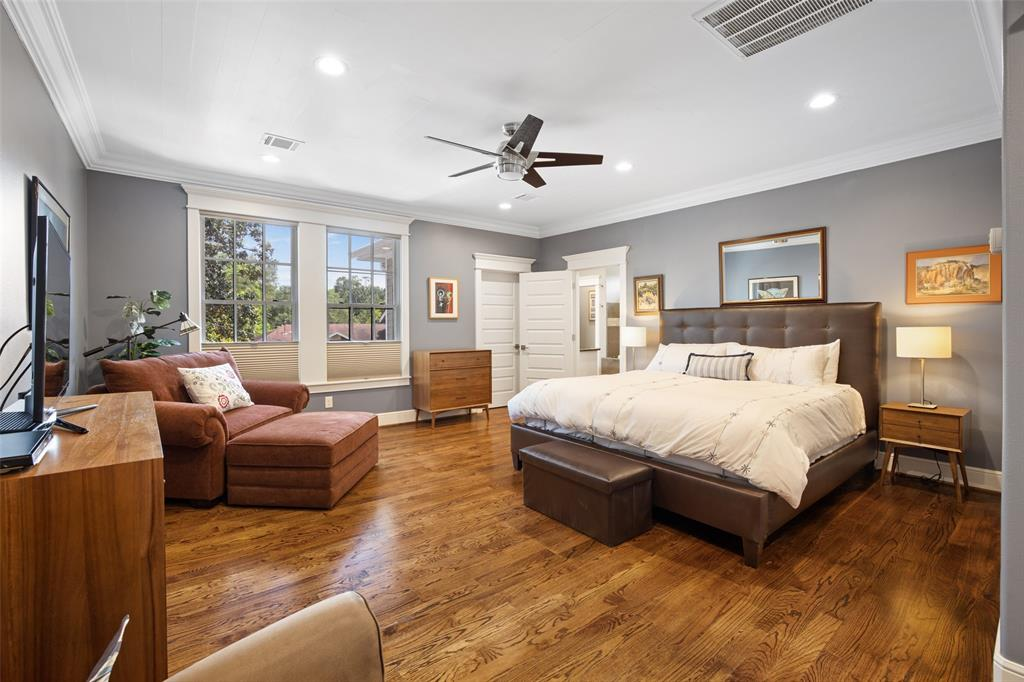 This large king sized master bedroom makes for a great space to end you day. The room includes hardwood oak floors, recessed lighting, cellular shades, and crown molding.