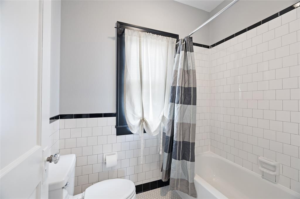 Classic tile work surround included in the upstairs bathroom.