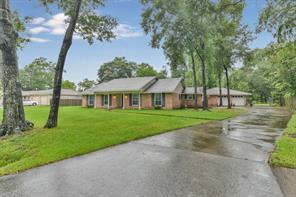 207 Elmwood Court, Oak Ridge North, TX 77386