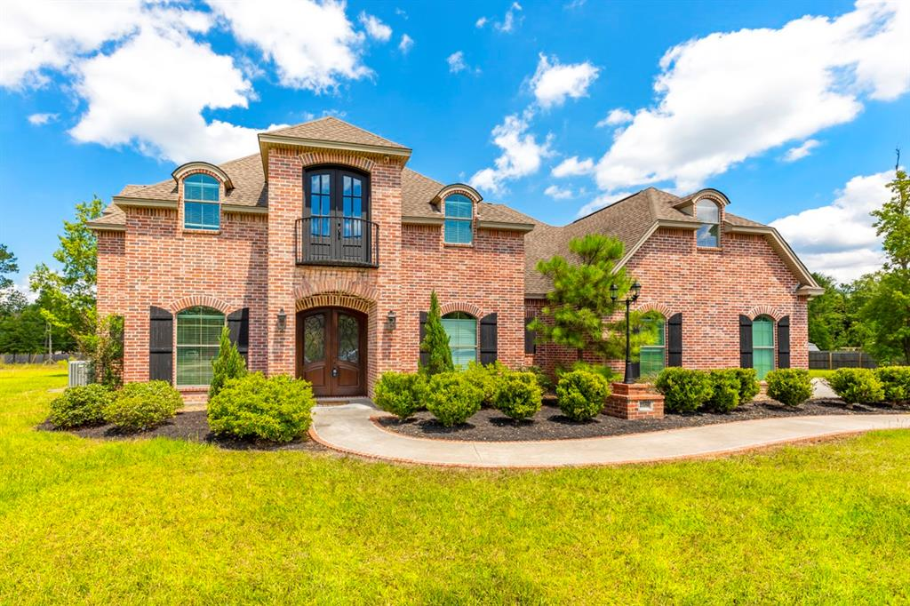 Beautiful custom built home in Rock Creek Ridge and Hardin-Jefferson ISD. This property sits on 1.3 acres and boasts 4,641 sqft with 5bedrooms, 4 baths, and a 2 car garage. Spacious game room, media room, small study/office, and work/craft nook with built-in shelves and desk. Open-air kitchen with brick back-splash, wet bar, breakfast bar, pantry, and professional-grade dual fuel range. Spacious master suite with a walk-in closet, Jack and Jill bath, jetted tub, and walk-in shower. This home is a must-see with plenty of storage and special features throughout.