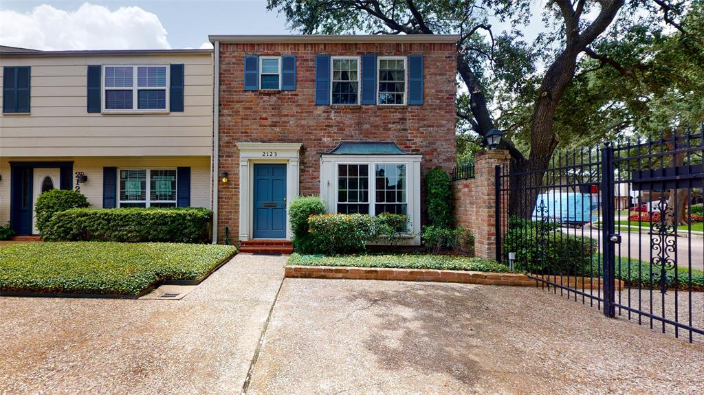 2123 Winrock Boulevard, Houston, Texas 77057, 3 Bedrooms Bedrooms, 12 Rooms Rooms,2 BathroomsBathrooms,Townhouse/condo,For Sale,Winrock,84940893