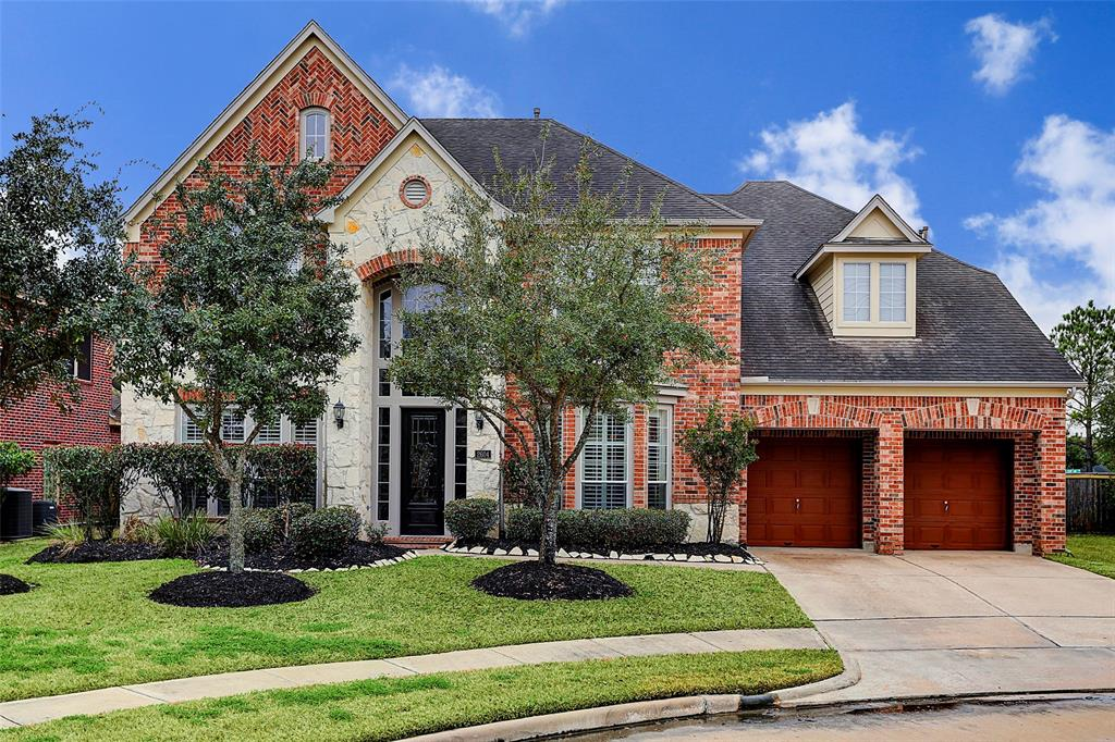 Large Executive home in 90ft Sec. on quiet cul de sac. Dramatic 2 story Entry + 2 Story Family. 8 FT doors throughout 1st Level. Wood Flooring - entry, dining, OFC + Family. Large Dual closets in Primary BRM. Dual staircases, 1/2 Bath in Media Room, 3 BRMS on level 2. Outdoor Kitchen and Covered Extended Patio. Backyard is perfect for a POOL. Custom Cabinets in 3 Car Garage & Extra storage above Garage Doors. This home is Exceptional and extremely well maintained. Great Location with easy access to TX Med Center, NRG Stadium and Downtown Houston. Conveniently located to HEB, Walmart & Target and Retail stores in the Pearland Town Center. SCR has 3 Pools, a Tennis Court + Basketball Court. Beautiful Lakes and walking trails through out this community.