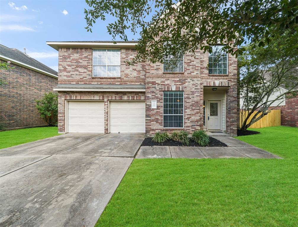 This beautiful 5 bedroom, 3.5 bathroom Riverpark West home is conveniently located minutes away from Sugar Land with easy access to Hwy 59 or 99. Freshly painted, this home features an open floorplan with upgraded flooring, stainless appliances, downstairs primary suite with separate shower & tub, home office nook, upstairs study area, and so much more. Never flooded. Schedule a showing or check out the virtual tour today!