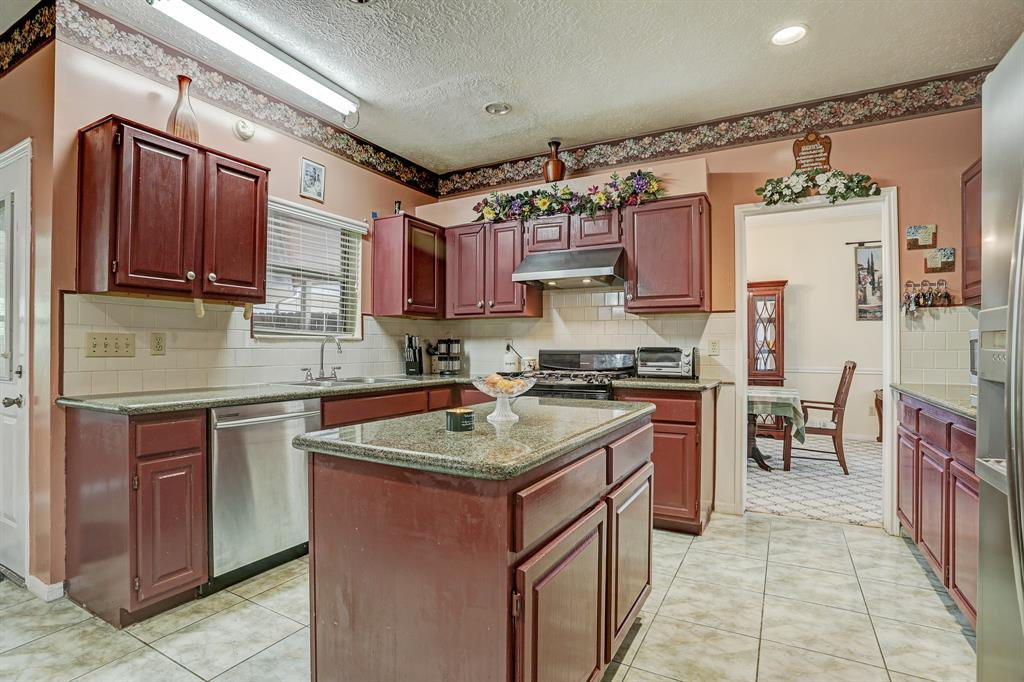Stainless steel appliances and gas cooktop