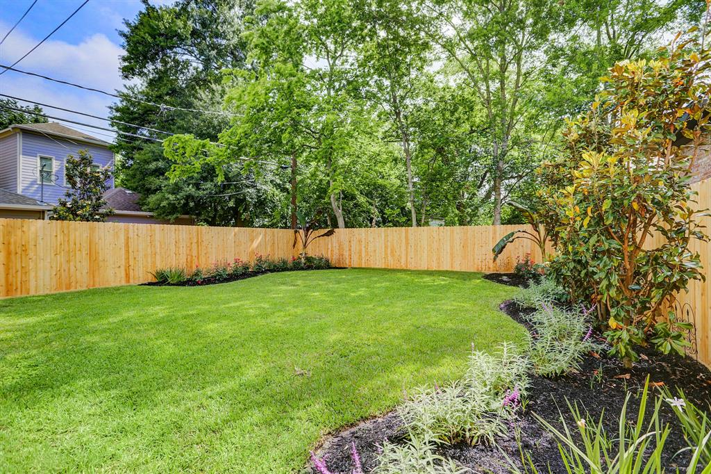 WOW! Now this is paradise. Build your dream pool, plenty of room for your kiddos or fur babies to run around, garden or simply enjoy the view in 2150 sqft yard!