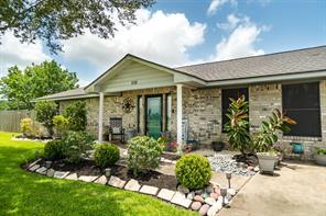 1450 Horse Shoe Court, Angleton, TX 77515