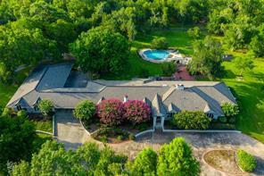 703 Oak Drive, Friendswood, TX 77546