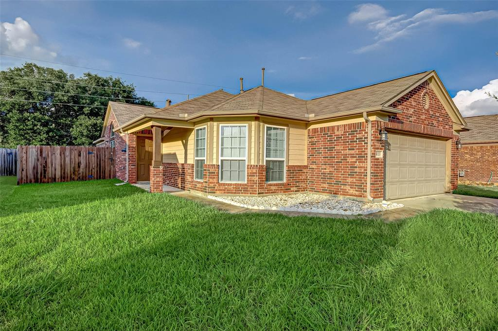 Beautiful 1 story home in Briarwood Crossing!  This home would make a great starter home!  Home features 3 spacious bedrooms and 2 full bathrooms.  Spacious kitchen with plenty of counter space.  New wood floors in living room and study were installed in December 2019 along with fresh paint in living/kitchen/dining/study.  Easy access to Brazos Town Center.  Washer/Dryer and Refrigerator are negotiable. MUST SEE!!!
