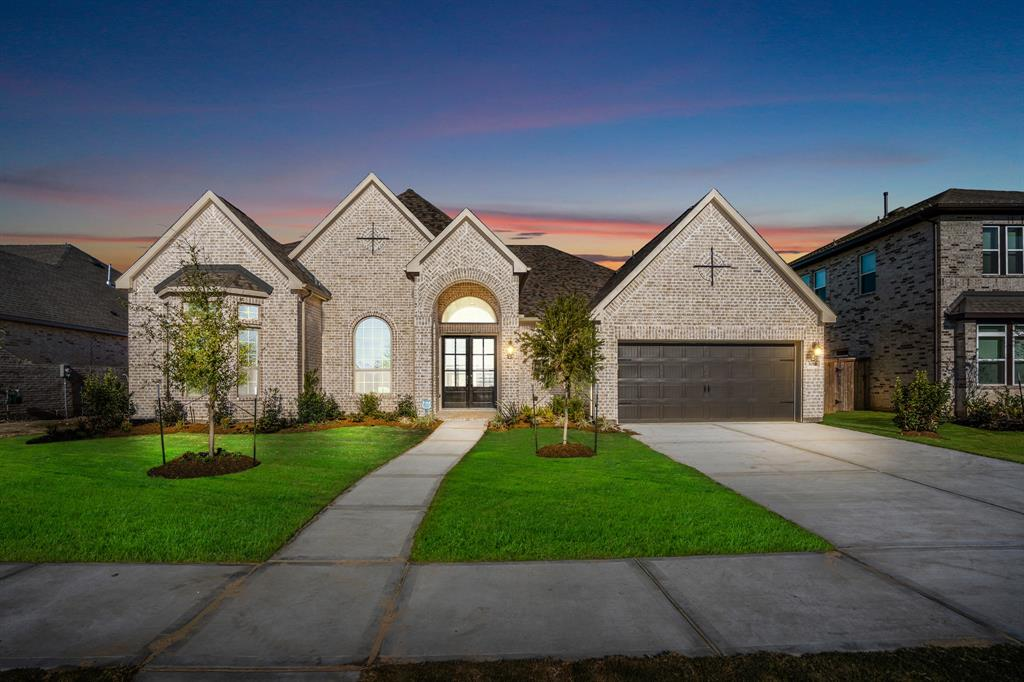 Wonderful 1 story home by J. Patrick Homes in the master planned community of Jordan Ranch! Home features 4 bedrooms, 3 and 1/2 baths. Open floor plan with large windows and plenty of natural light! The kitchen has a large island with bar seating and overlooks the spacious family room. Family room with high ceilings, large windows and a gas log fireplace. Master retreat has dual sinks and a large walk through shower! Large backyard with a covered patio and sprinkler system. The Wonderful Amenities include a Resort Style Pool, Lazy River, Tennis Courts, Walking Trails, Playground, Fitness Center & more! This is a must see!!