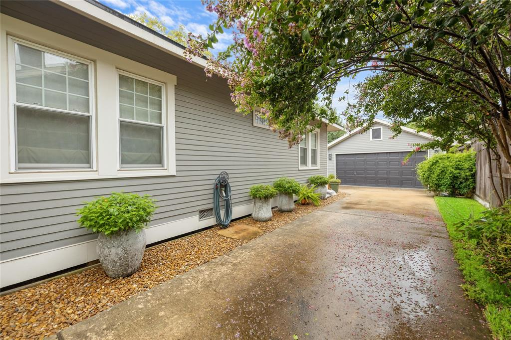 The gated driveway and 2 car garage offers great parking options for you and your guests.