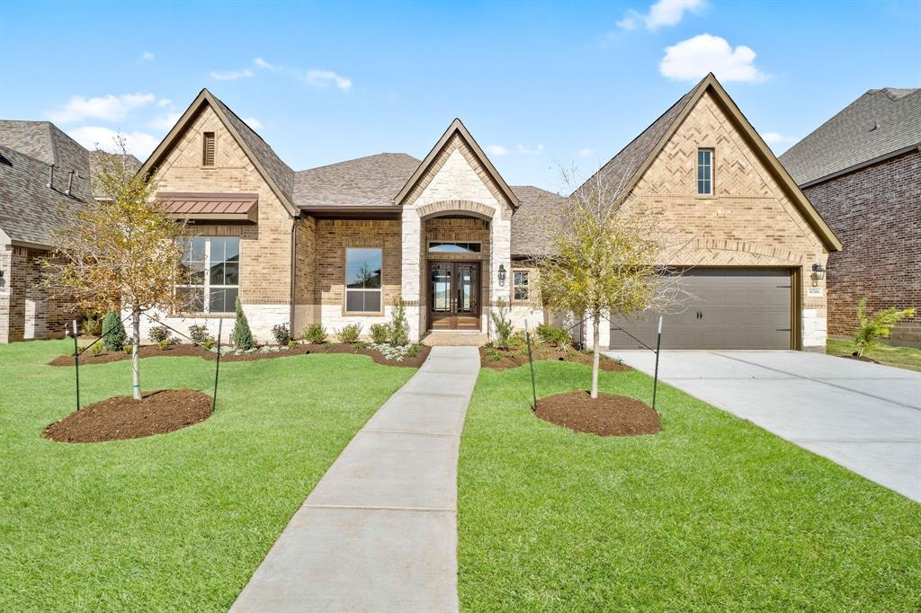Wonderful 1 story home by J. Patrick Homes in the master planned community of Jordan Ranch! Home features 3 bedrooms, 2 and 1/2 baths. Open floor plan with large windows and plenty of natural light! The kitchen has a large island with bar seating and overlooks the spacious family room. Family room with high ceilings, large windows and a gas log fireplace. Master retreat has dual sinks, a garden tub and separate shower. Large backyard with a covered patio and sprinkler system. The Wonderful Amenities include a Resort Style Pool, Lazy River, Tennis Courts, Walking Trails, Playground, Fitness Center & more! This is a must see!!