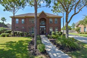 208 Falcon Lake Circle, Friendswood, TX 77546