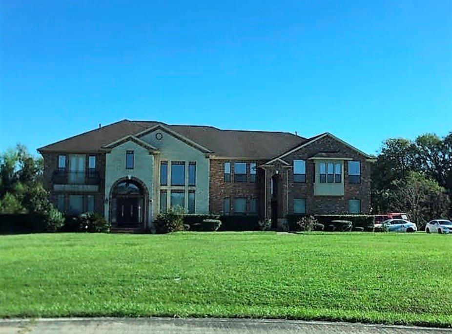BEAUTIFUL 8 BEDROOM HOME IN THE HEART OF SIENNA POINT. SITUATED ON ALMOST 2.5 ACRES, HOME HAS AN OPEN CONCEPT PLAN, OVERSIZED OWNERS' RETREAT, SPACIOUS PRIMARY BATH, GAMEROOM AND MEDIA ROOM UPSTAIRS. BONUS ROOM DOWNSTAIRS, FORMAL LIVING & DINING ROOMS, AND A HUGE KITCHEN! HOME BACKS UP TO OYSTER CREEK AND SITS ON A NICE QUIET CULDESAC.