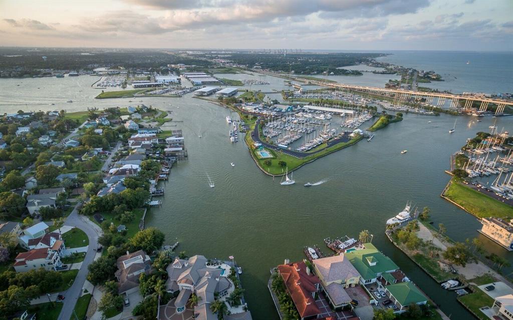107 Bayou Lane, Kemah, Texas 77565, 4 Bedrooms Bedrooms, 11 Rooms Rooms,3 BathroomsBathrooms,Single-family,For Sale,Bayou,15515910
