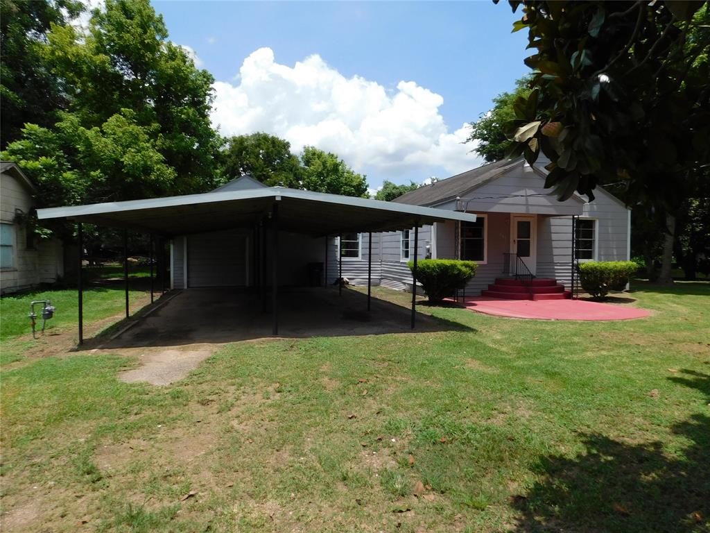 MOVE IN READY Large 2 bedroom home with updated kitchen, wood floors and 2 living room spaces this home is perfect for entertaining.  Schedule your appointment today!