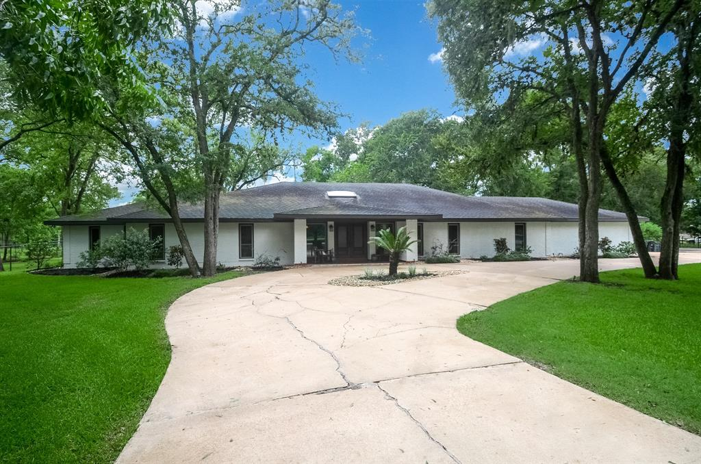 Beautiful just under 3 acre property located just 45 min from Houston. Home is beautifully updated offers high ceilings, open concept and tons of natural light. The primary bedroom is very large offers a sitting area and large master bath with tons of storage. Outside you have a large pool, pool house and plenty of space for outdoor games and entertaining. The pasture area would be perfect for a horse or 4H, FFA project. Don't miss out on this one!