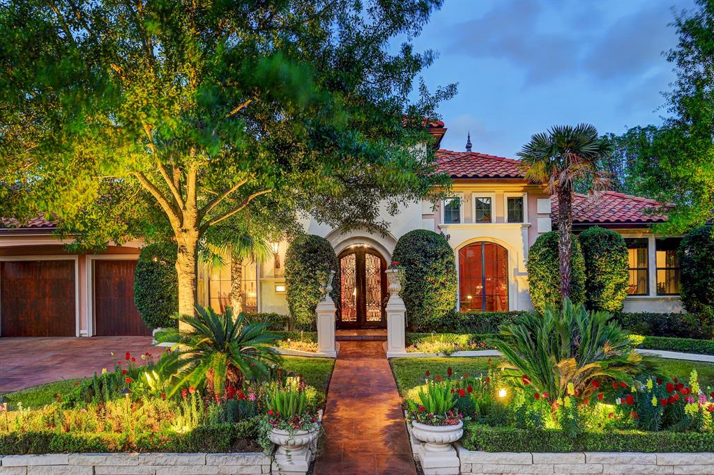 ONE OF A KIND Masterpiece! No detail was overlooked in this expansive one story executive home.Private corner lot with immaculate landscape nestled in the Estates at Royal Oaks.Custom inlaid marble & onyx flooring, exquisite wall treatments,custom aquarium,spacious formal dining room for 10+ w/ wet bar service,dual granite island kitchen with commercial grade appl. including 4 ovens,warming drawer,dishwasher drawers & separate wine refrigerator,expansive living area w/ stunning pool views & imported marble fireplace,media room w/ surround snd & service bar,separate wet bar,beautiful master retreat with pool access,spa like bath retreat w/ dual closets & incredible finishes,formal library w/ privacy doors,generous guest rooms,breathtaking backyard resort with pool,spa,numerous water features,pool house/covered loggia w/ full bath,complete summer kitchen,retractable awning for add'l shade,mosquito system & sound system.Air conditioned garage w/ storage system, too many amenities to list!
