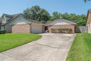 16810 Man O War Lane, Friendswood, TX 77546