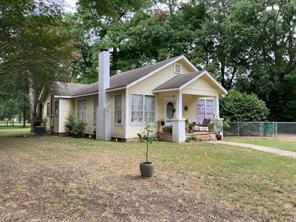 818 E Clark Avenue, Crockett, TX 75835