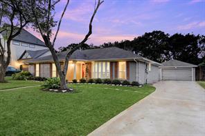 5130 Whittier Oaks Drive, Friendswood, TX 77546