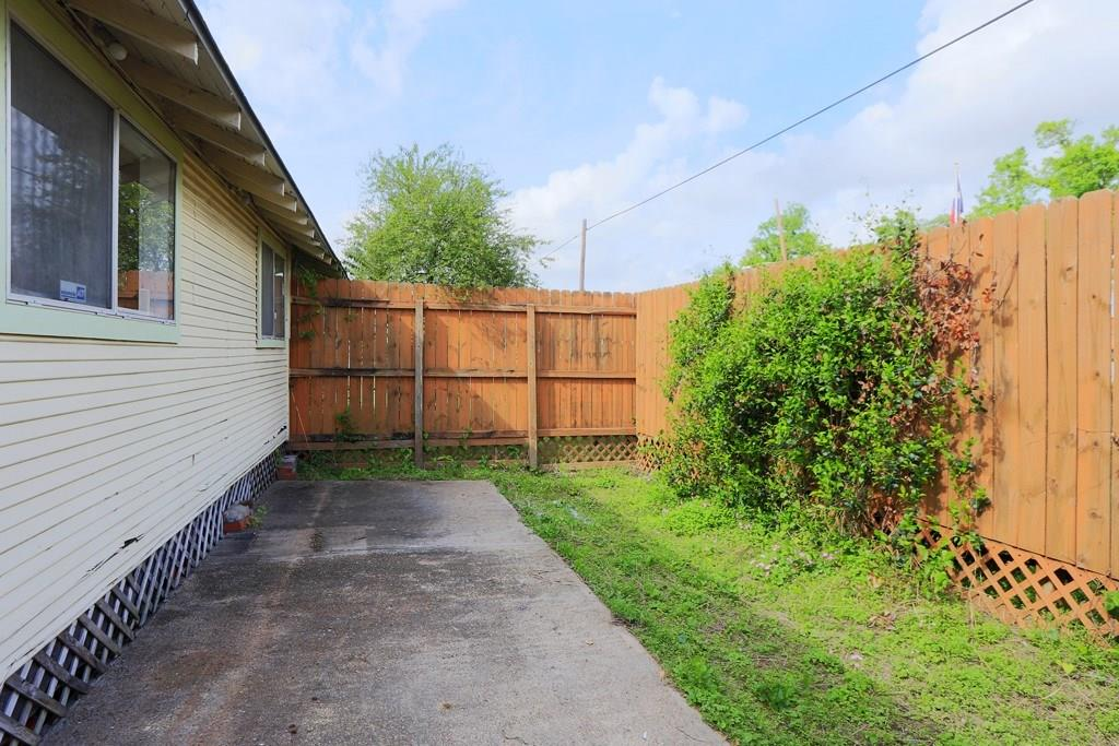 This private and fenced back yard is accessed from the kitchen/breakfast room.